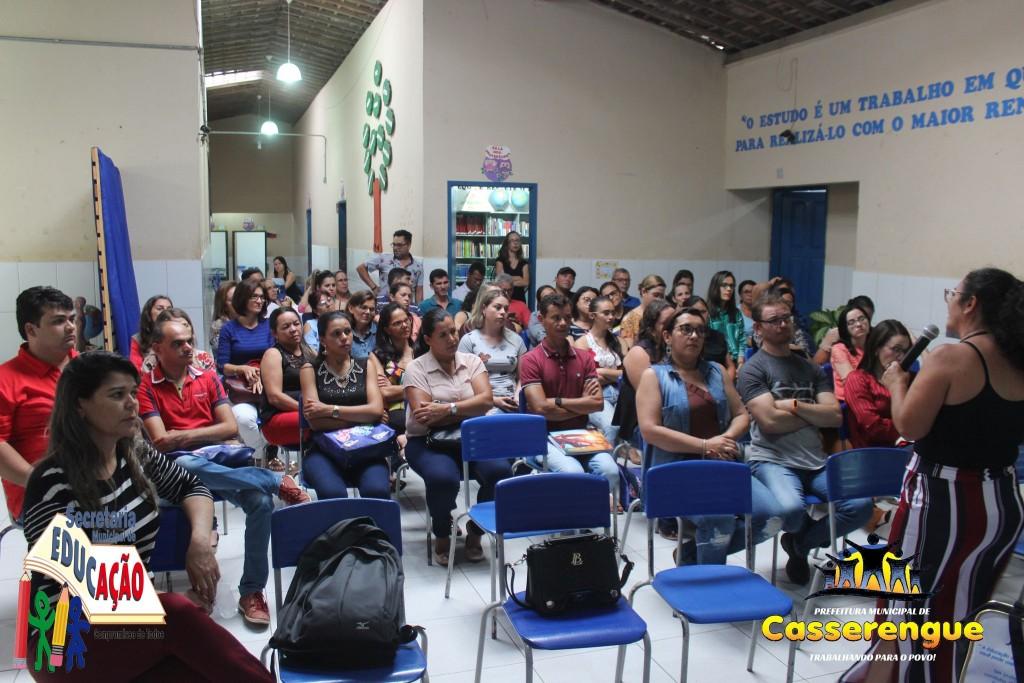 Secretaria de Educação promoveu formação para a reformulação do currículo da rede municipal  Formação foi realizada de a