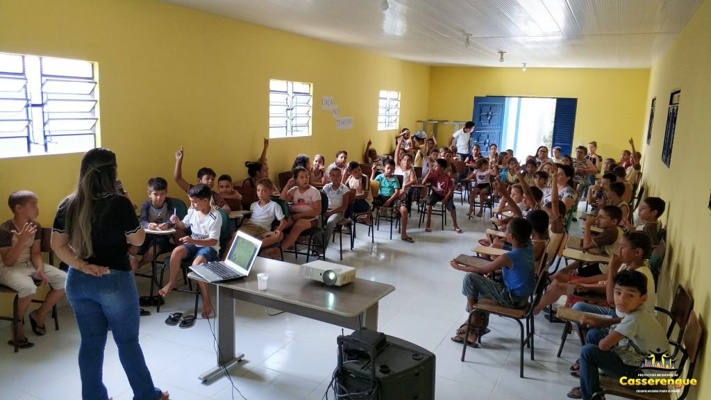 Alunos da Escola Fernando Macena participam de palestra sobre coleta seletiva de lixo