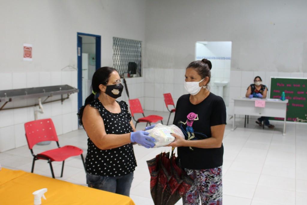 Pandemia: Segundo dia de distribuição dos kits da merenda escolar para alunos da Rede Municipal