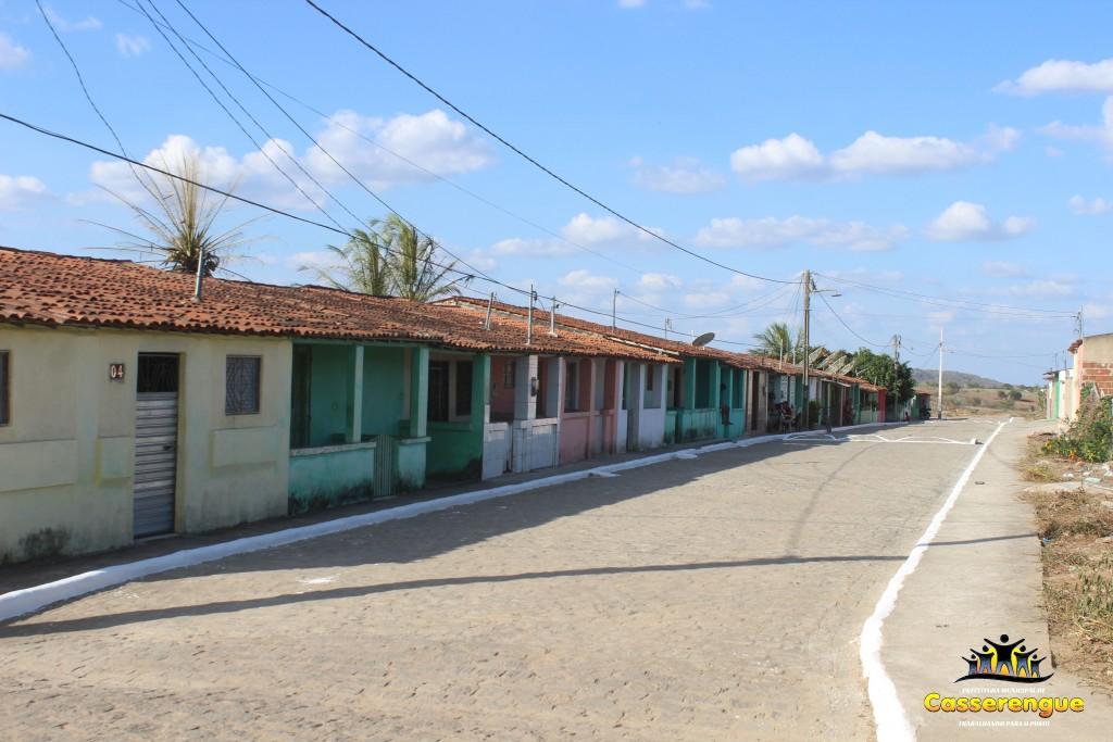 Prefeitura realiza pintura de meio-fio nos Conjuntos Ventania e Frei Damião
